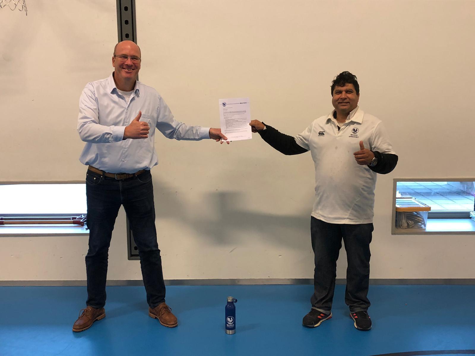 Jeroen Dill, cricketschool en Ahmad Zulfiqar