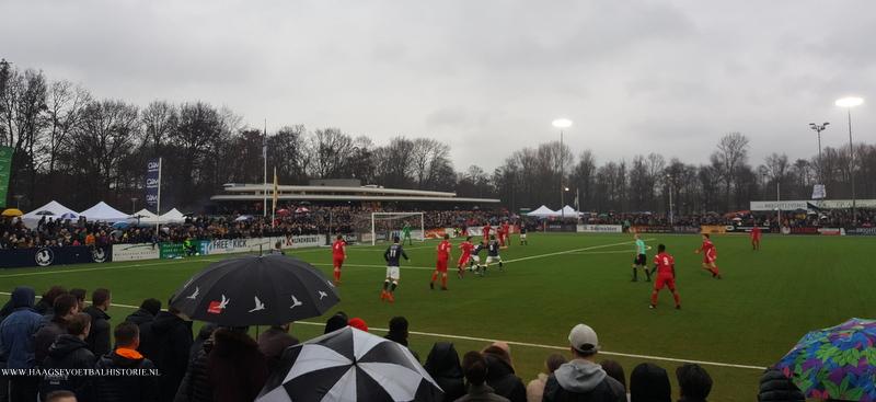 Oude voetbaltijden herleefden op zaterdag 10 maart 2018 op een bomvol Sportpark Nieuw Hanenburg bij 'Dé Haegsche Derby'
